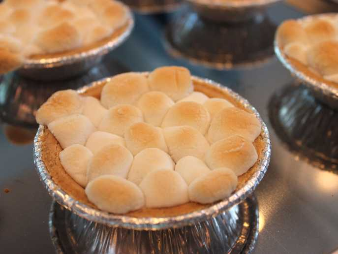 close-up of mini s'mores pies