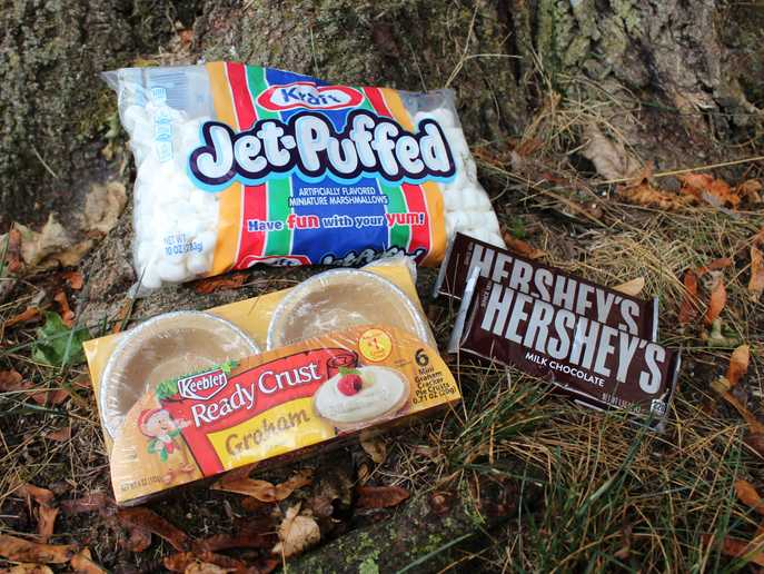 ingredients: Keebler Ready Crust Graham pie crusts, Kraft Jet Puffed marshmallows, Hershey's chocolate bars